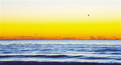 长岛蓝湾就坐落在这一片奇景之中,借助原生态的一线海景资源,深耕打造